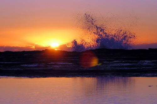Sunrise_through_surf