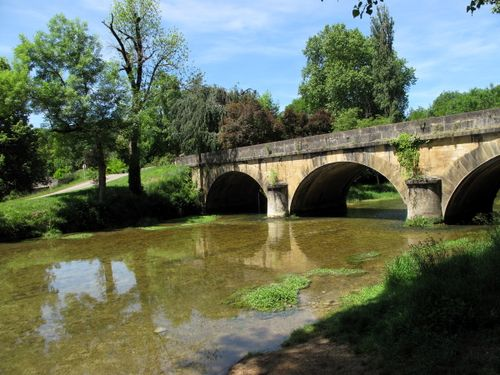 Picnic spot on bike ride from Castelnaud to Daglan
